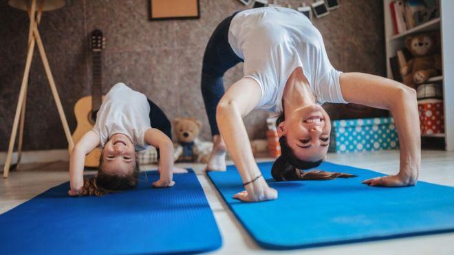 _111363834_mum_daughter_yoga_get.jpg